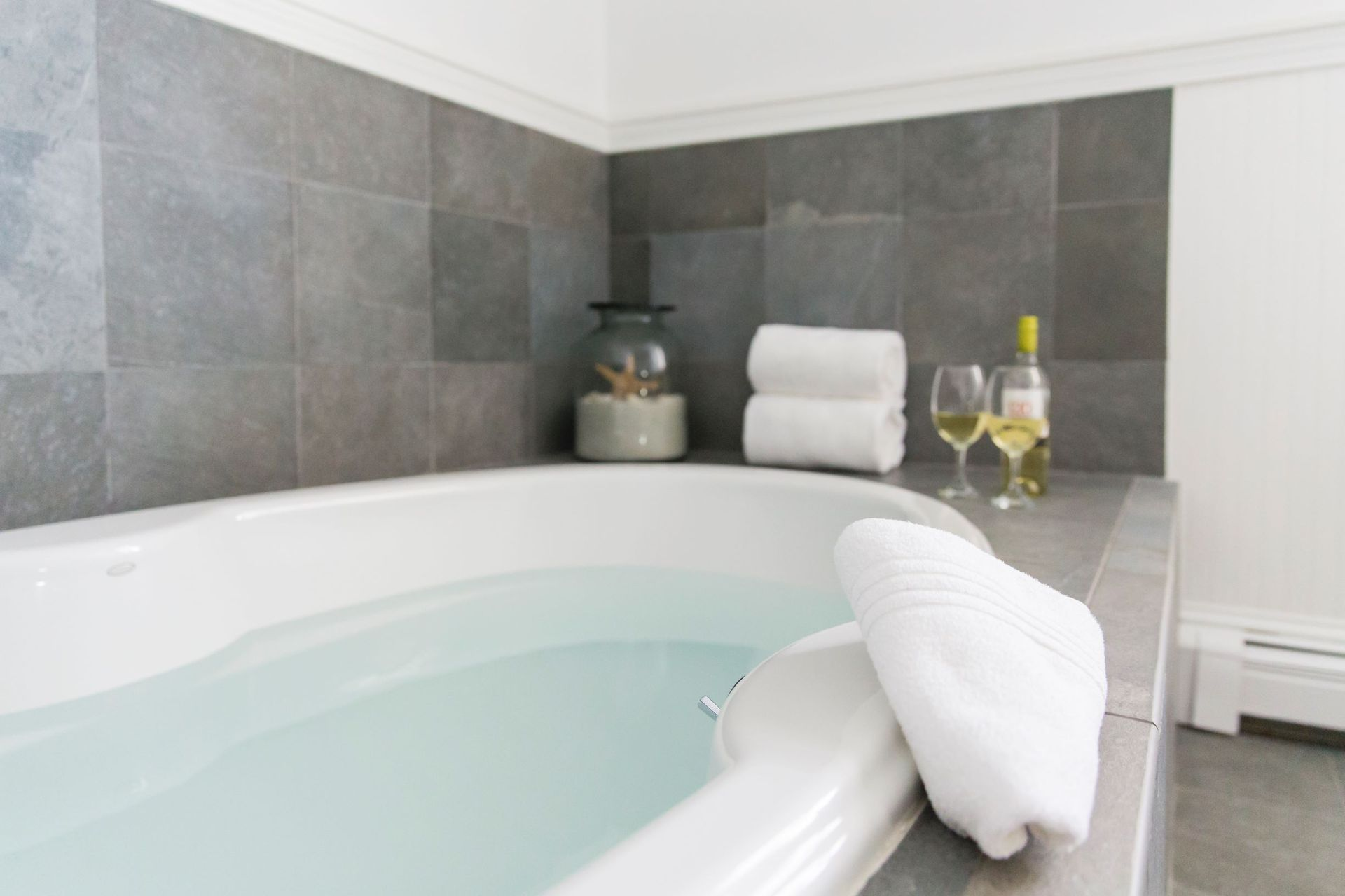 Platinum-Pebble-bath