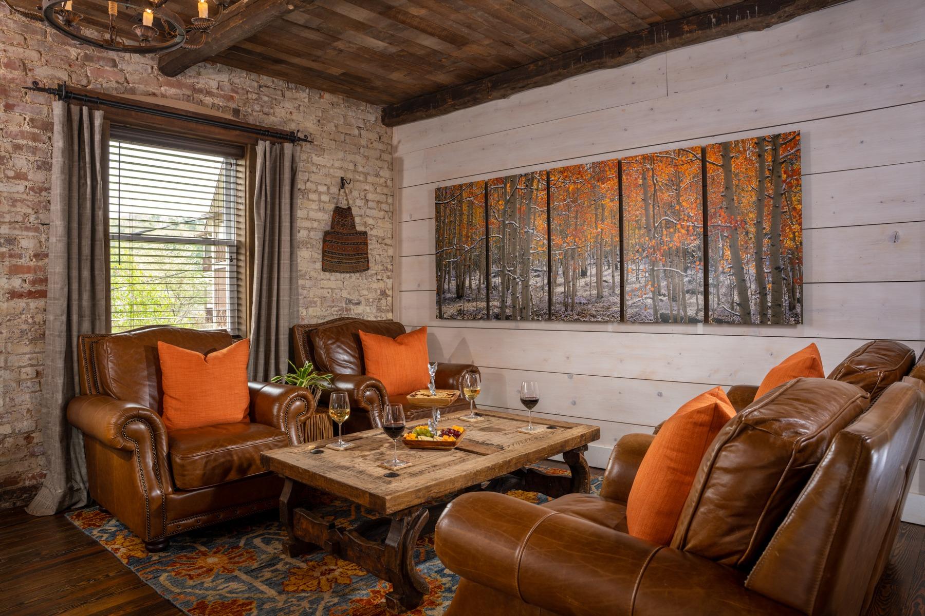 Common Area - Lounge.jpg