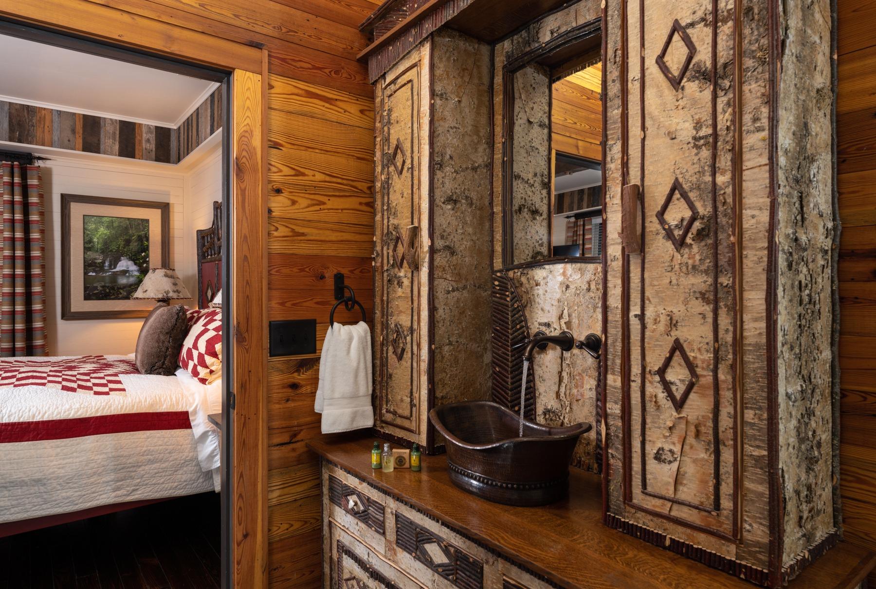 Guestrooms - Hemlock (2).jpg