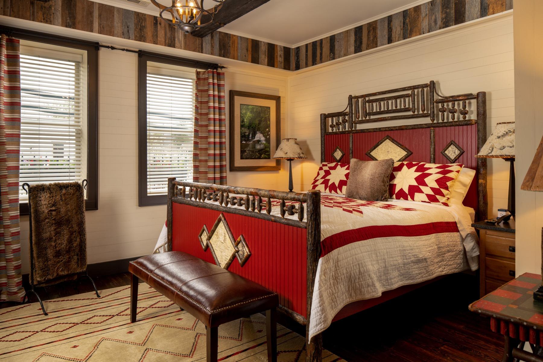 Guestrooms - Hemlock.jpg