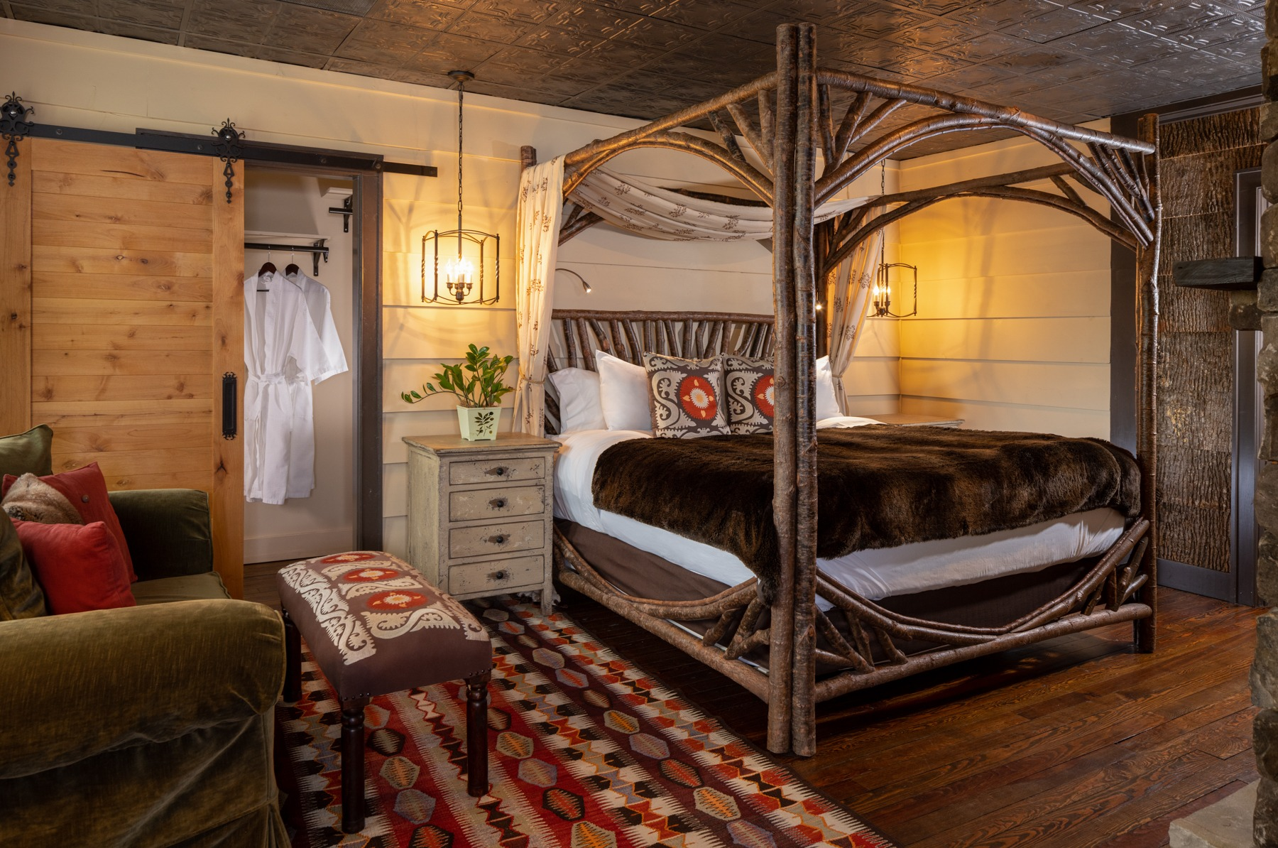 Guestrooms - Mountain Laurel (2).jpg