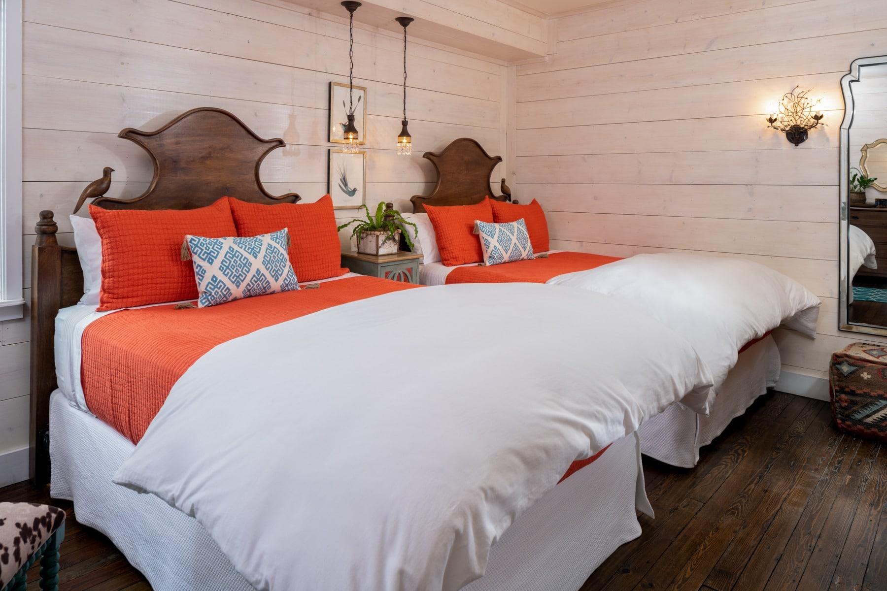 Guestrooms - Persimmon (2).jpg
